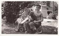 Graeme and Billy George with Mitzi, 1940