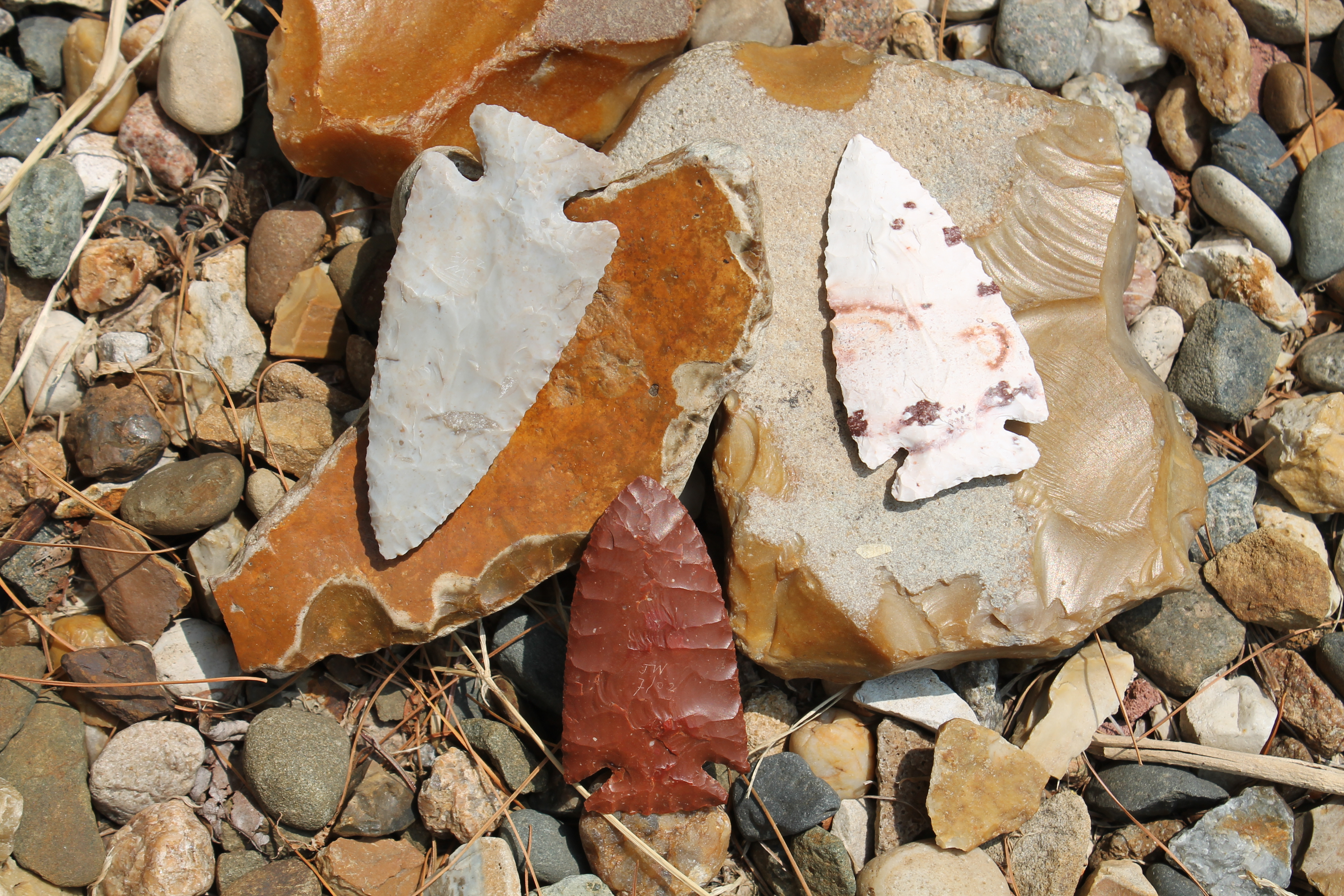 Three points made by the author, along with river-rolled flints that look like artifacts, and gravel. Photo courtesy of John Whittaker