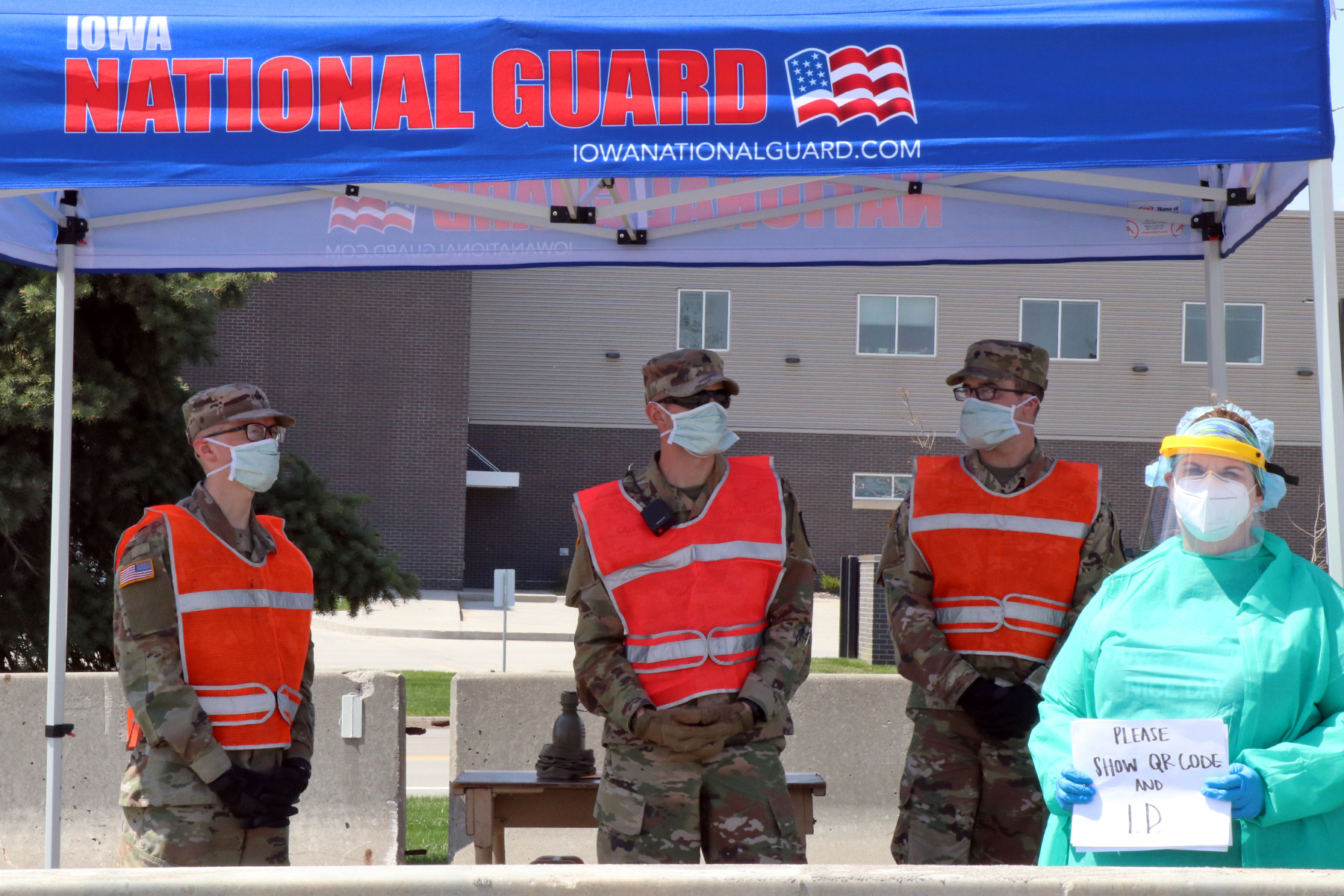 Iowa National Guard Soldiers of the 186th military police company and a local health care professional operate a traffic control point at the COVID-19 testing site at the Iowa Events Center in Des Moines, Iowa, on April 25, 2020. Photo by Cpl. Samantha Hircock